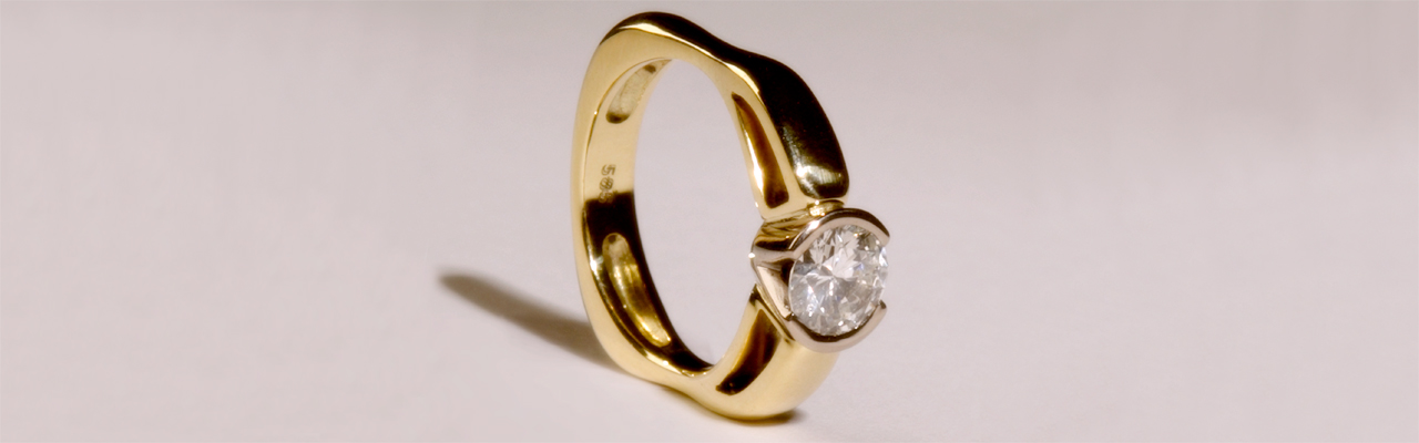 Goldring mit Brillant